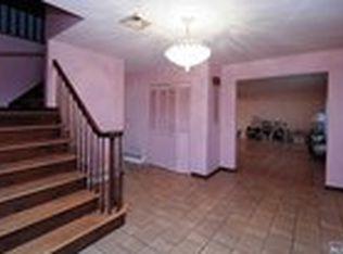 2 Marcotte Ln, Bergenfield, NJ 07621