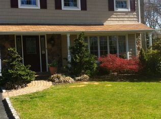 14 Old Landers Ct , Smithtown NY