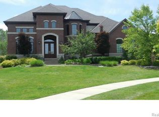1767 Piccadilly Ct, Rochester Hills, MI 48309