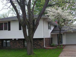 1209 Larchmont Dr , Springfield IL