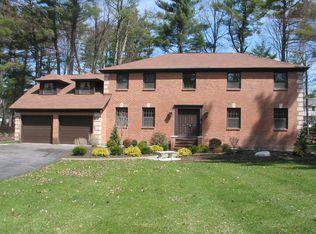 77 Bentwood Ct , Albany NY