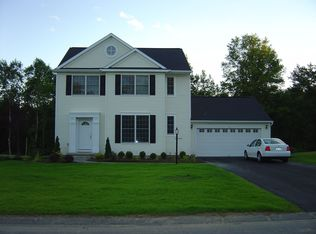 16 Sterling Heights Dr , Clifton Park NY