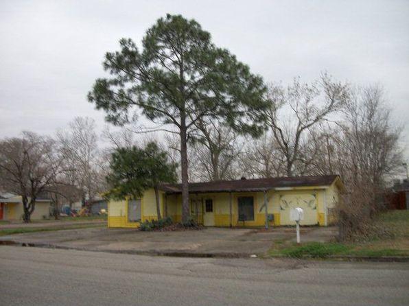 926 E Myrtle St, Angleton, TX