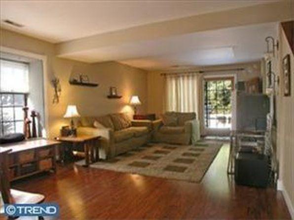 153 Lowell Ct, Langhorne, PA