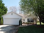 534 River View Dr, Lowell, NC