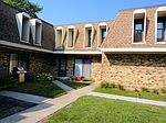 2168 Country Club Dr # 26-8G, Woodridge, IL