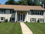 14 Lakeview Dr, Newburgh, NY