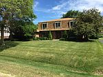3802 W Sherbrooke Dr, Mequon, WI