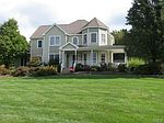 34 Charter Ridge Dr, Sandy Hook, CT