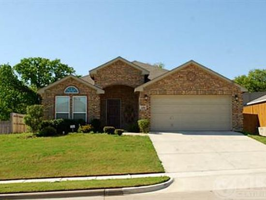 408 Hidden Lake Ct, Burleson, TX 76028
