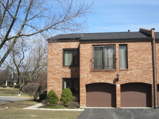 2S567 Patrick Henry Sq, Oak Brook, IL 60523
