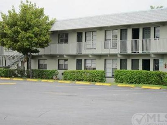 806 9th St APT 10, Lake Park, FL 33403