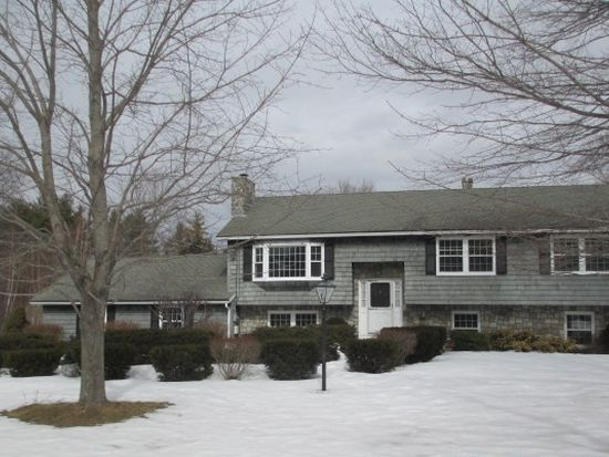 8 Carriage Dr, Exeter, NH 03833