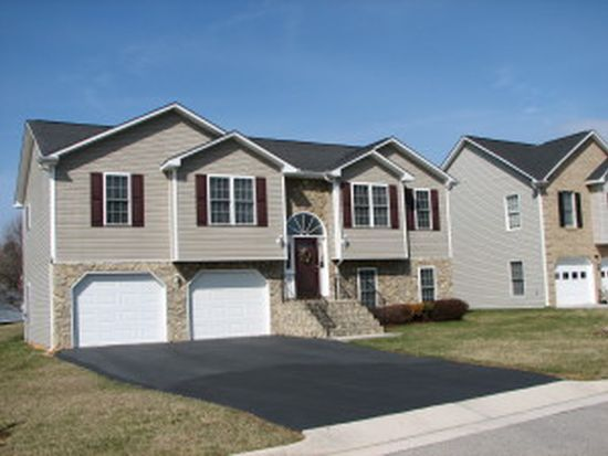 1715 Meadows Rd, Vinton, VA 24179