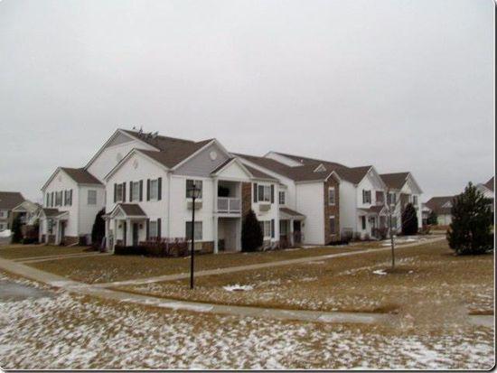 1529 Silverstone Dr, Carpentersville, IL 60110