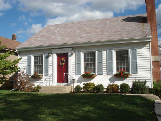 151 Raymond Ave, Barrington, IL 60010