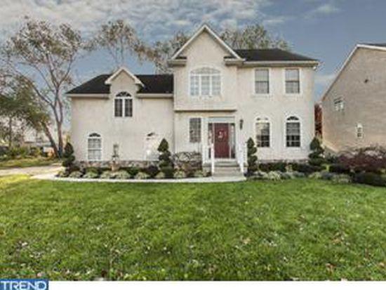 2 Farm House Ln, Maple Shade, NJ 08052