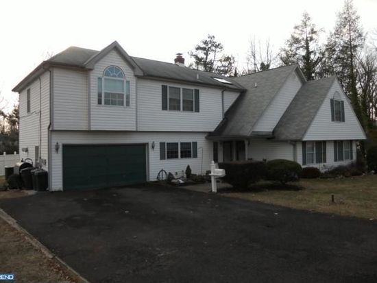 12 Rose Apple Rd, Levittown, PA 19056