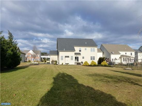 1627 W Thistle Dr, Wyomissing, PA 19610