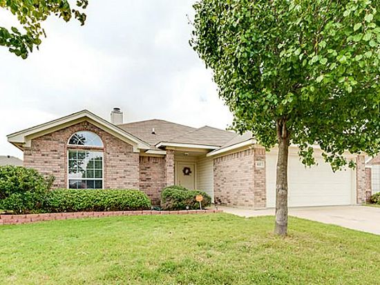 637 Creekview Dr, Burleson, TX 76028