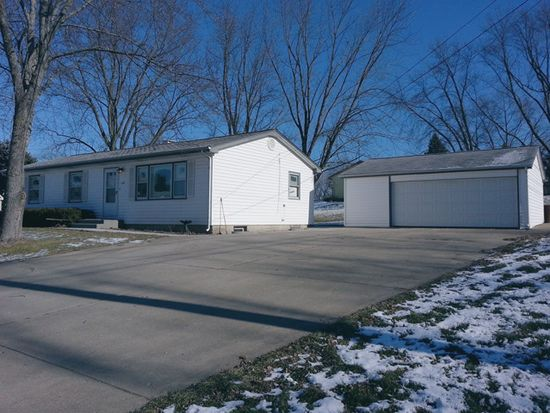 137 Birchwood Rd, Carpentersville, IL 60110