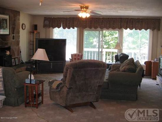 302 Wilcrest Rd, Roaring Brook Twp, PA 18444