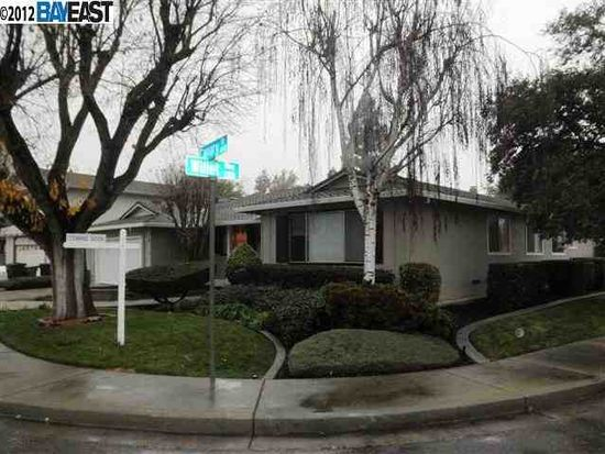 4825 Canary Dr, Pleasanton, CA 94566