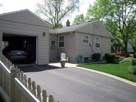 447 N Cook St, Barrington, IL 60010