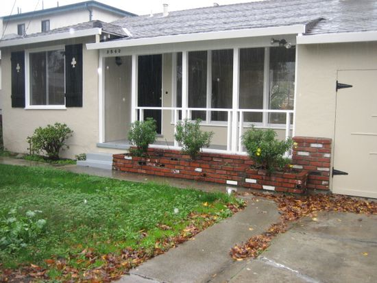3542 Page St, Redwood City, CA 94063