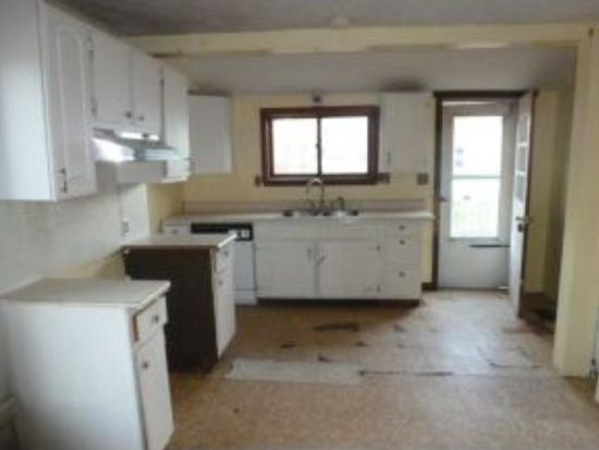 7 Howard St, Derry, NH 03038
