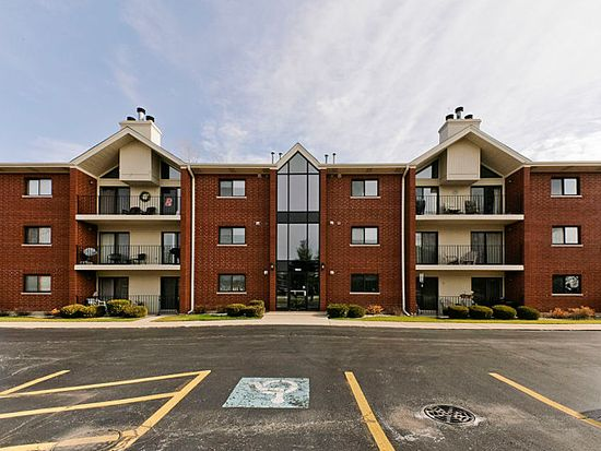 18245 66th Ct APT 2D, Tinley Park, IL 60477