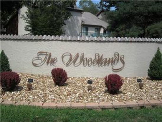 82 The Woodlands, Gladstone, MO 64119
