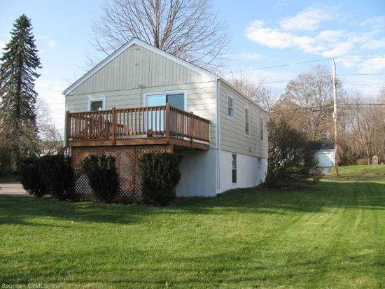 27 Flyers Dr, Norwich, CT 06360