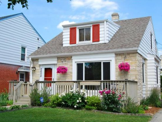 2608 N 63rd St, Wauwatosa, WI 53213