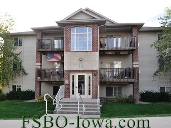 327 Camden Rd, Iowa City, IA 52245