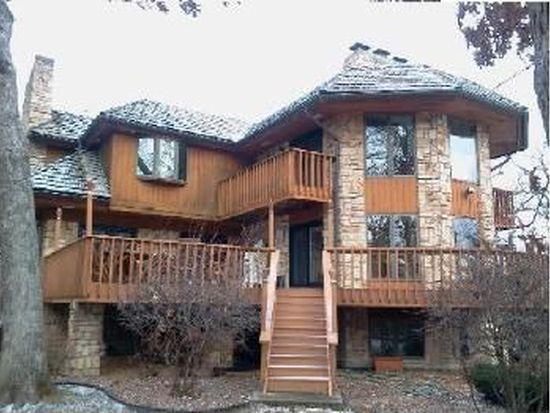 89 Timber Ct, Oak Brook, IL 60523