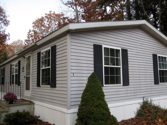 1 Rockland Dr, Old Orchard Beach, ME 04064
