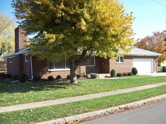 16 Brookside Dr, Brookville, OH 45309
