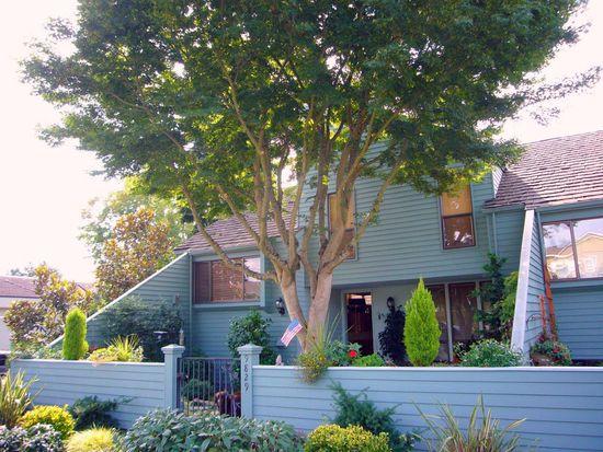 9829 NE 5th St, Bellevue, WA 98004