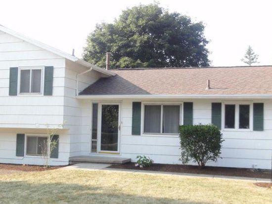 48 Fawn Ridge Rd, Henrietta, NY 14467