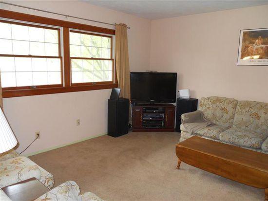 560 Clareridge Ln, Dayton, OH 45458