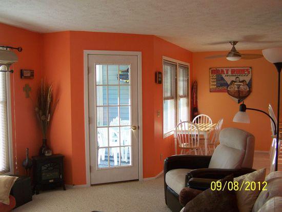 700 S Lakeside Dr APT 4, Syracuse, IN 46567