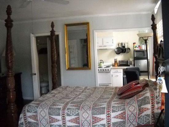 115 W Perry Ln, Savannah, GA 31401