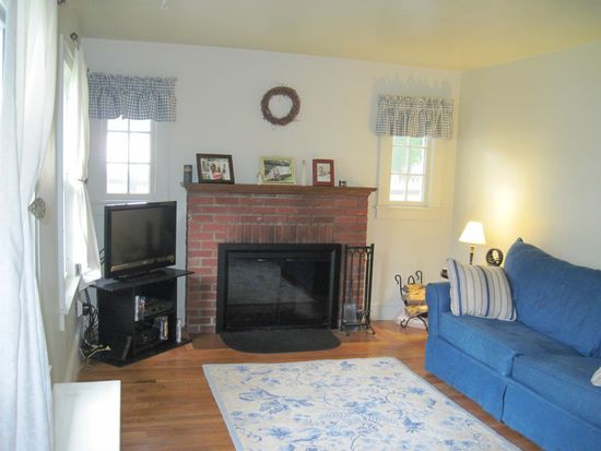 27 Elmhurst Ave, Pittsfield, MA 01201