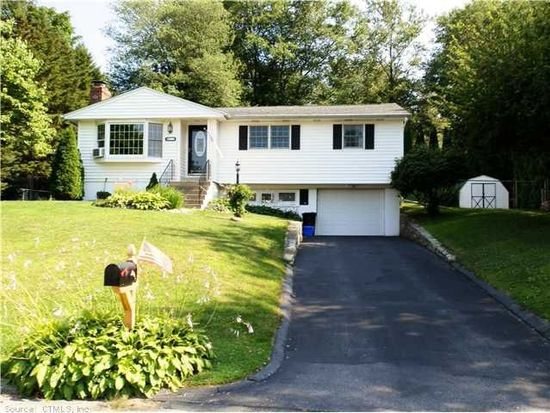 17 Sunset Ave, Ledyard, CT 06339