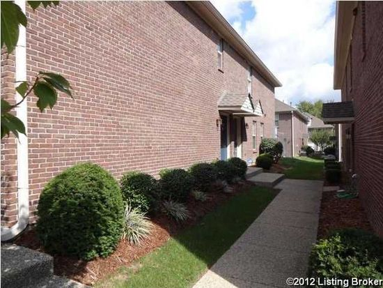 8433 Grand Trevi Dr, Louisville, KY 40228