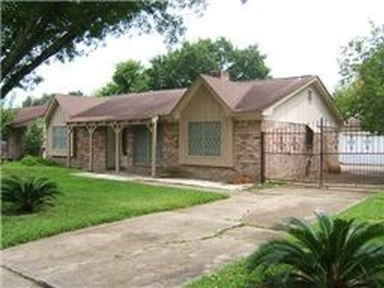12203 Corona Ln, Houston, TX 77072