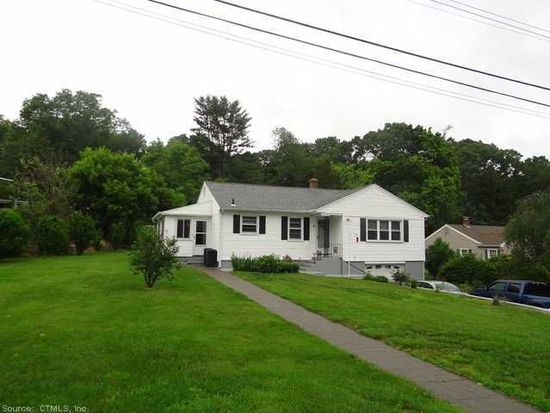 2 Trading Cove Dr, Norwich, CT 06360