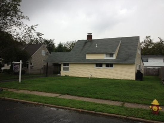 254 Twin Ln E, Wantagh, NY 11793