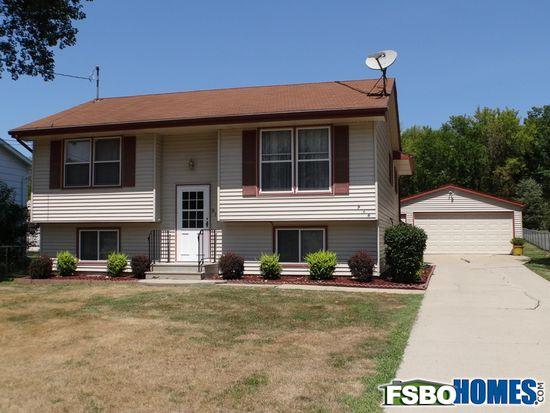 916 E Herold Ave, Des Moines, IA 50315